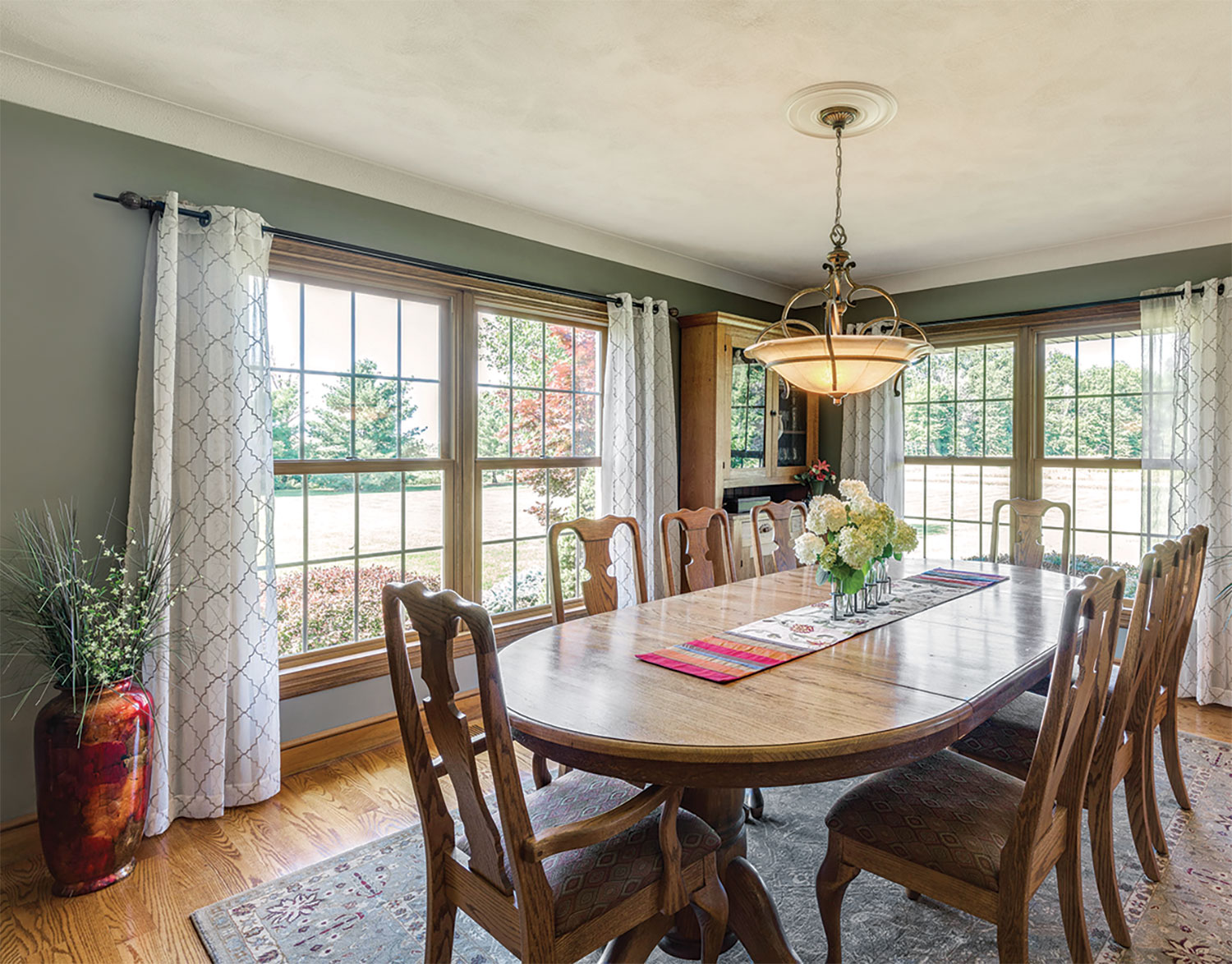 Double Hung Windows with two wide mull in dining room.